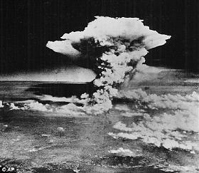 Klicka på bilden för en större version.  Namn:Hiroshima%u00252BCloud%2B2.jpg Visningar:93 Storlek:67,1 KB Id:35638